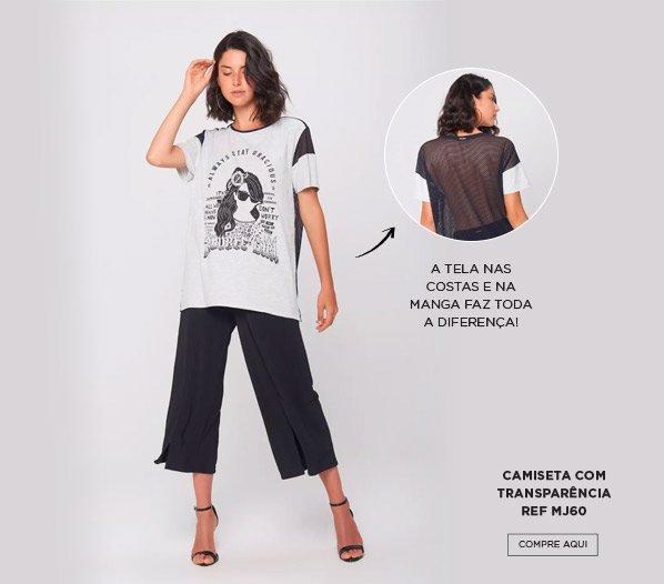 Camiseta com transparência nas costas