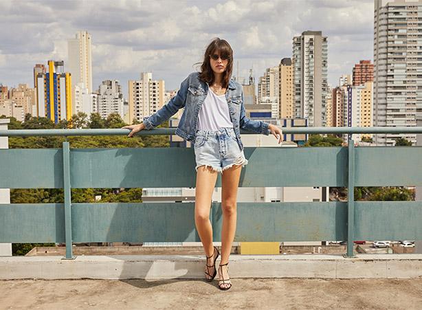 Short jeans com jaqueta jeans