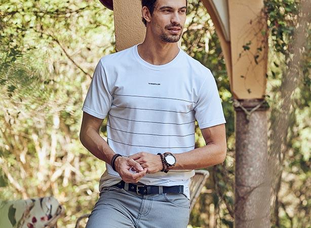 Looks casuais masculinos com camiseta e bermuda clara