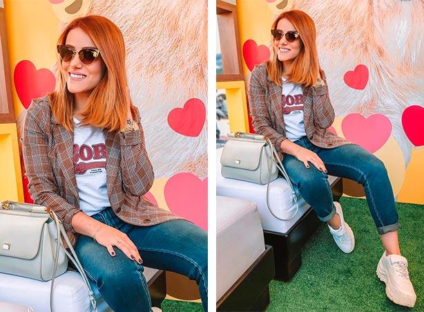 Blazer xadrez com calça jeans e t-shirt