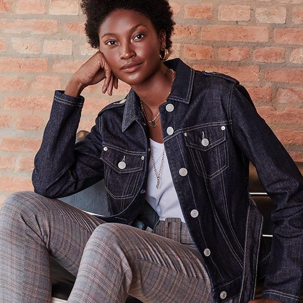 Look casual com jaqueta jeans