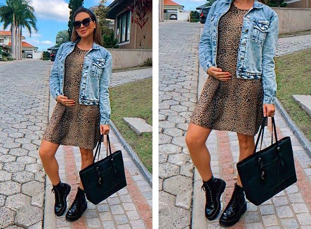 Vestido de oncinha com jaqueta jeans e bota de cano curto