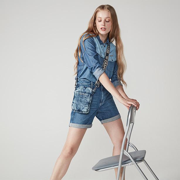 Bermuda e camisa feminina jeans
