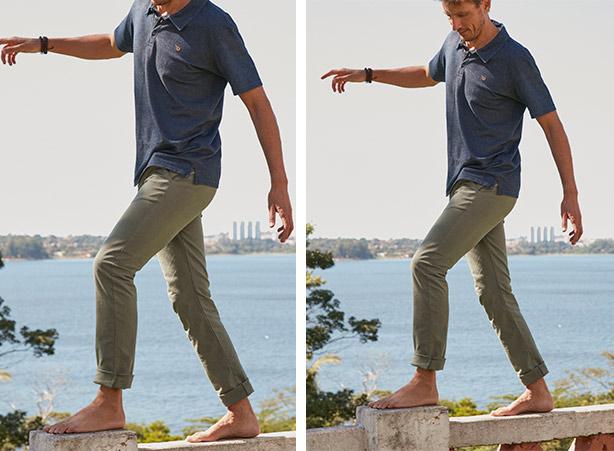 Calça masculina com a barra dobrada