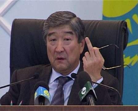 Тайыр Мансұров қолын шығарды.