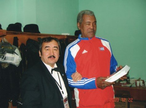 From left to right: Khamit Barayev and Teófilo Stevenson.
