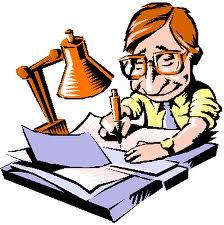 Мужчина в очках за письменным столом.
