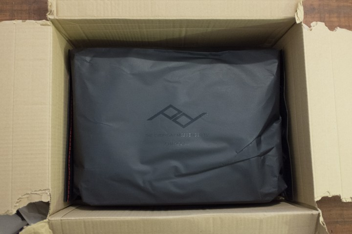Unboxing peak design messenger 13