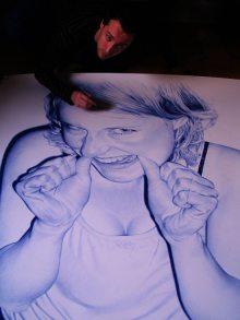 Juan Francisco Casas beim Zeichnen eines seiner Werke [Bildrechte und Copyright liegen bei Juan Francisco Casas]
