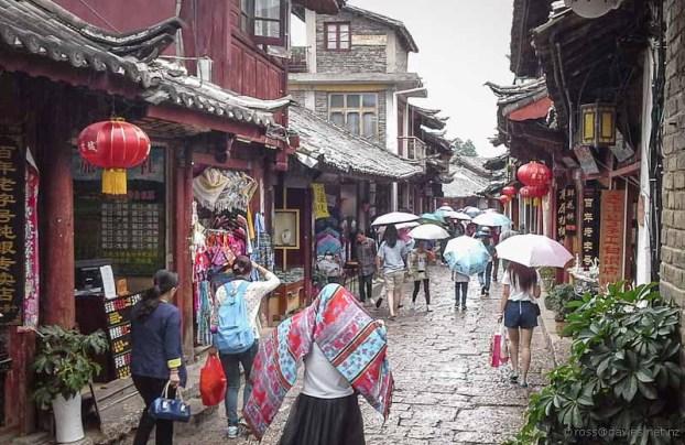 Shopping Lijiang Old Town