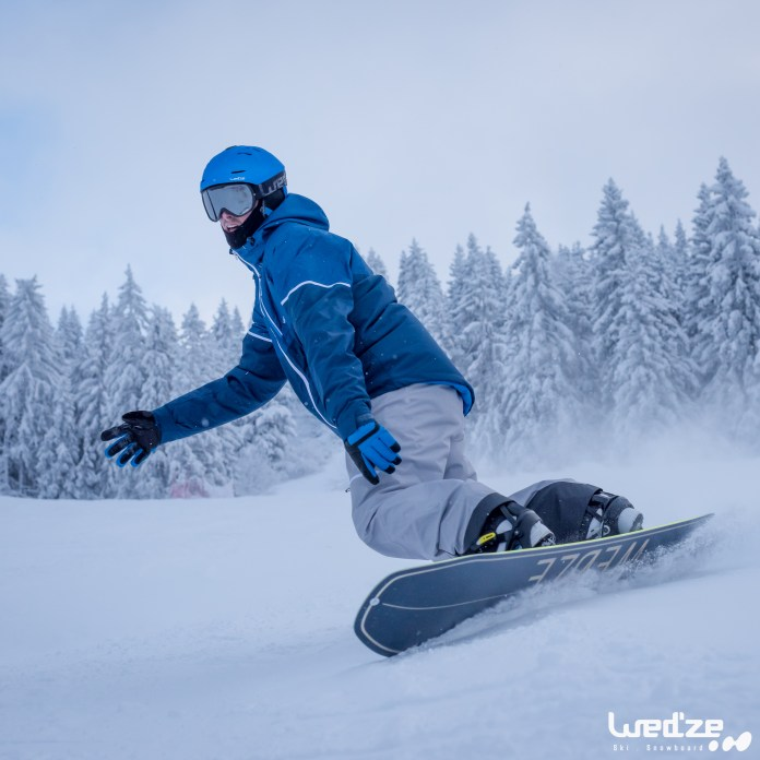 ski-et-snowboard-piste83721558371180tci_scene_001