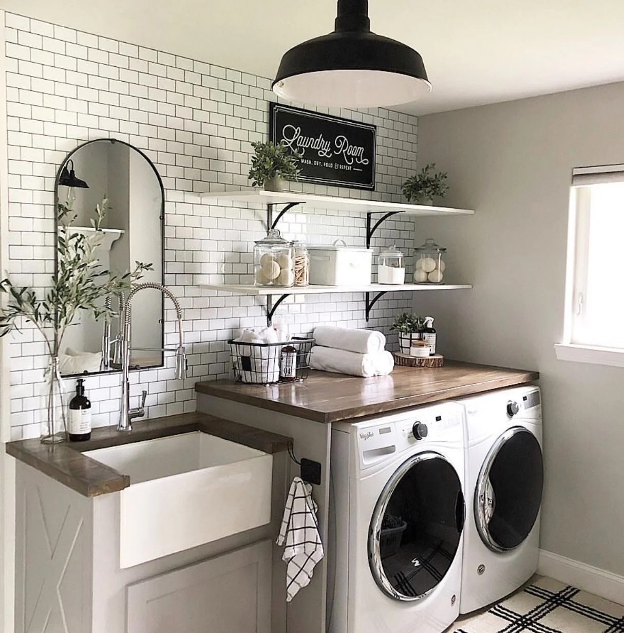A Dream Laundry Room Makeover - Decor Steals Blog on Laundry Room Decor  id=76936