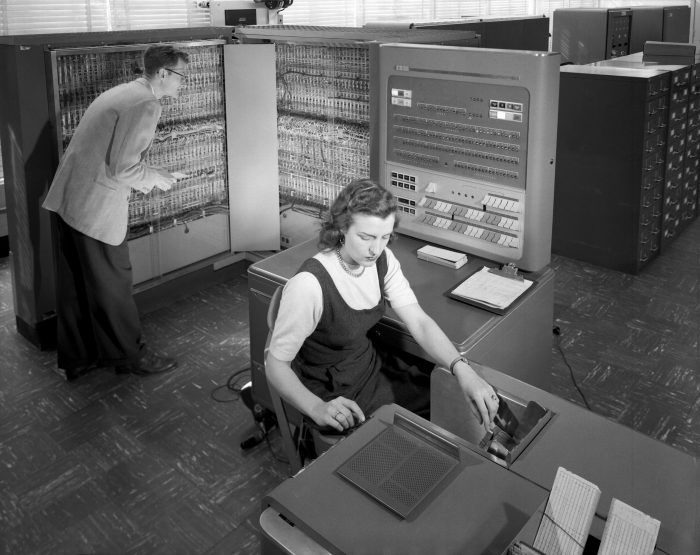 An IBM 704 machine that used FORTRAN punch cards