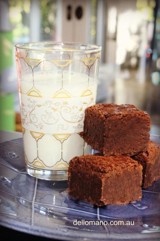Dello Mano Classic Belgian Chocolate Brownie with Milk