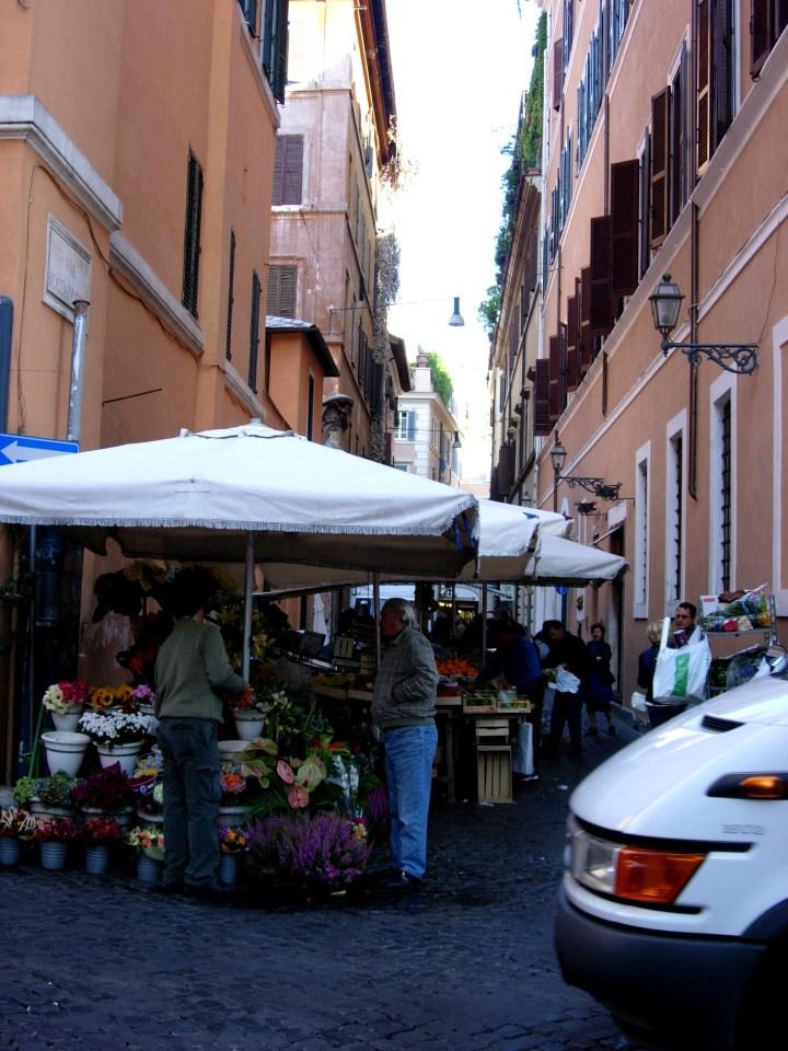 R1 street market Rome