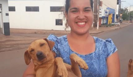 Cachorro espera por quase 7 horas dona que fazia Enem em Cacoal