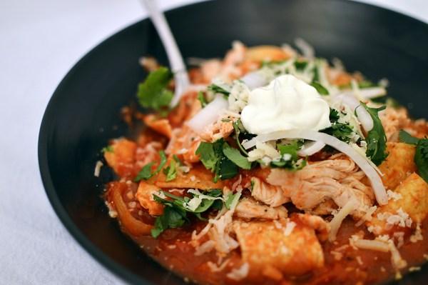 comida mexicana chilaquiles salsa de chipotle