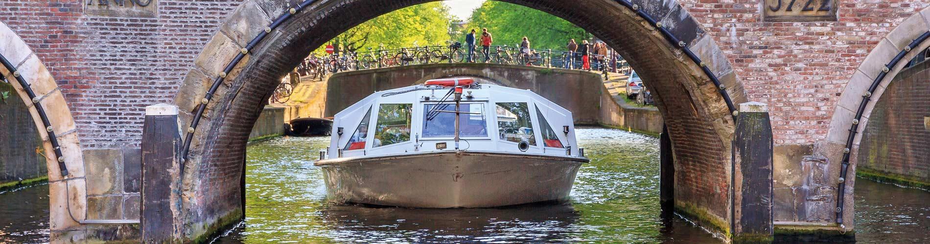 Blog_FamilyFunEurope_CanalCruise_Amsterdam_1900x500_Q120