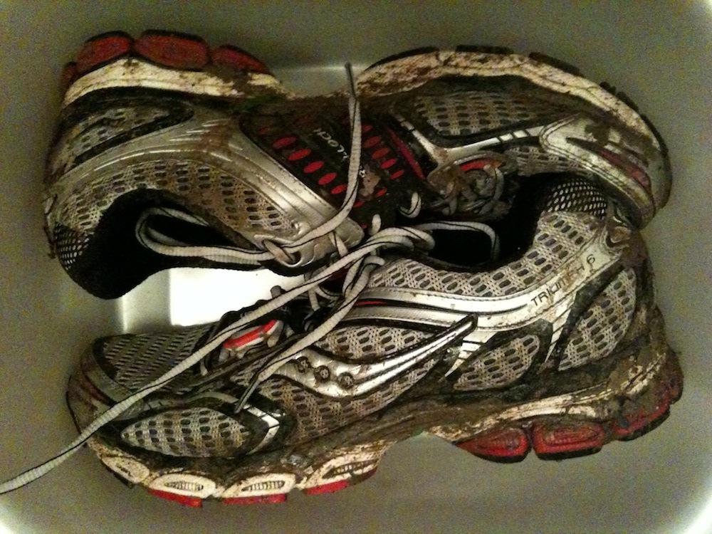 Comment entretenir ses chaussures de course pied le - Comment cirer des chaussures ...