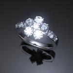 やはり白系(PTかWG)&ダイヤが涼しく感じますね。