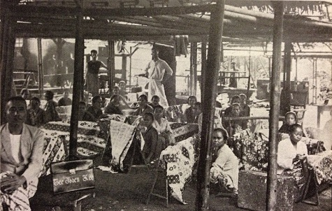Peranakan Chinese batik entrepreneur Tee Boen Kee and his workshop in Batavia (Jakarta), around 1930. Heringa, R./ Veldhuisen, H.C: Fabric of Enchantment. Batik from the North Coast of Java. Los Angeles County Museum of Art. Los Angeles, 1996. pg. 41