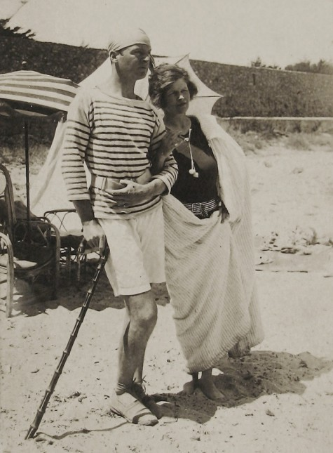Gerald and Sara Murphy on La Garoupe beach, Antibes, summer 1926 Gerald and Sara Murphy Papers, Yale Collection of American Literature, Beinecke Rare Book and Manuscript Library, Yale University, New Haven, Connecticut © Estate of Honoria Murphy Donnelly