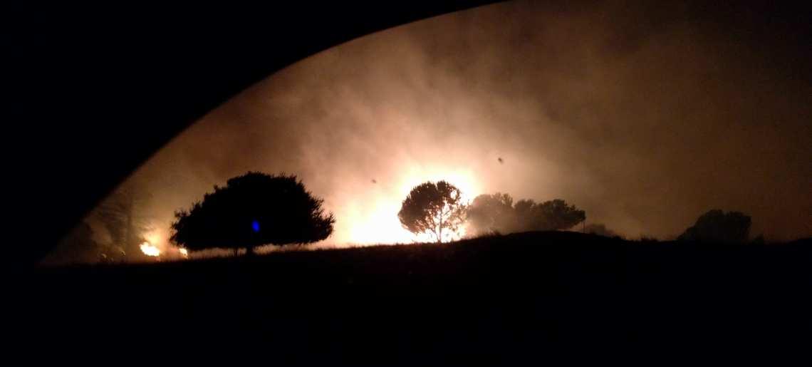 Pobocze w płomieniach podczas ewakucji