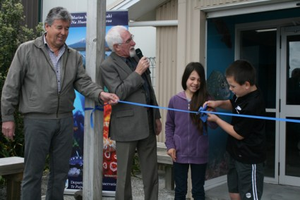 Dennis Washer from AWE, New Plymouth mayor Harry Duynhoven and Nikita and Brayden from Moturoa School officially open the Marine Information Centre.