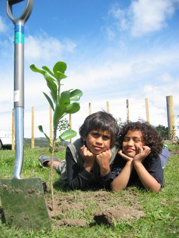 Rangatahi at Pokai marae traditional rongoa Māori planting. Photo: Trudi Ngawhare.