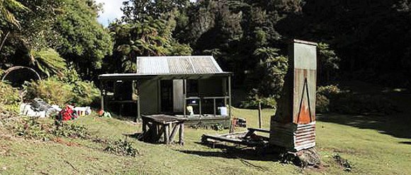 Makomako Hut before painting.