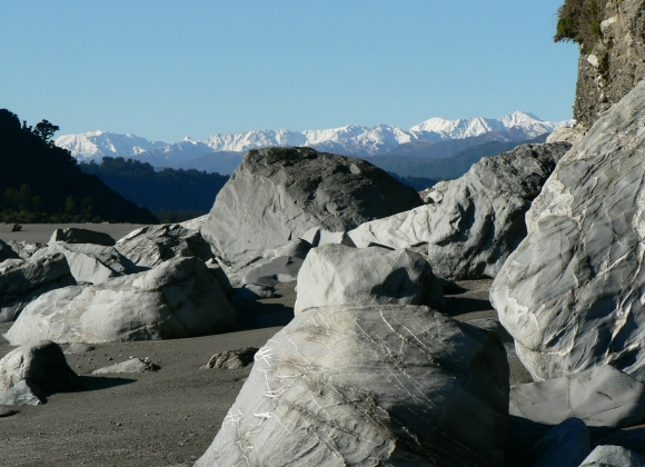 Southern Alps with big boulders in the foreground.