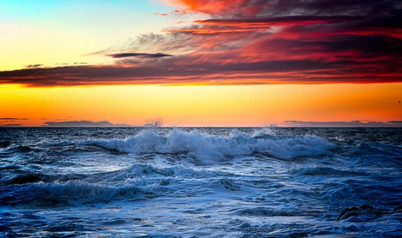 Beauty of the waves. Photo: Stewart Baird | CC BY-NC-ND 2.0