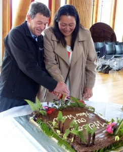 TUT Chief Executive Kirsti Luke and Deputy Director-General Conservation Services Mike Slater cutting the cake at the signing event.