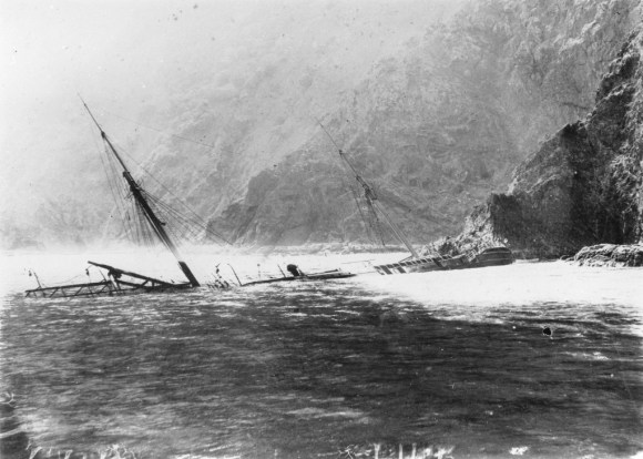 The wreck of the SS Wairarapa at Miners Head. Image: Sir George Grey Special Collections | Auckland Libraries.