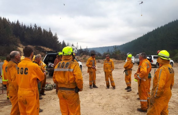 Teams of 4-5 people were assigned divisions in Pigeon Forest to fight the fires which has been burning for around two weeks. Credit: Mike Ogle.