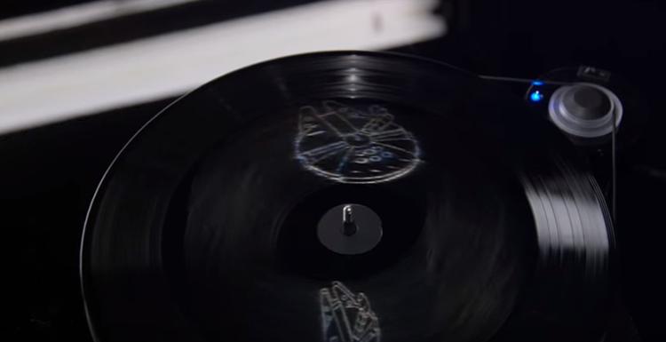 Star Wars - The Force Awakens mit Hologramm