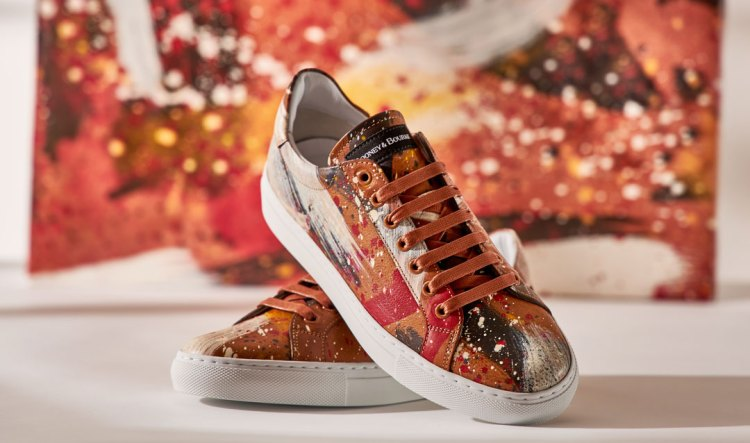 Florentine Dipinta sneakers with brown leather and hand-painted white and red strokes.
