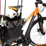 ポン付けするだけで釣り竿4本を自転車で運べる。ありそうでなかったサイドバスケット型の釣行バッグ発売。