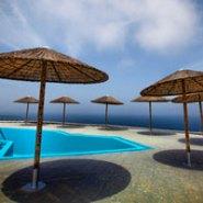 Beatrice in Creta si Santorini