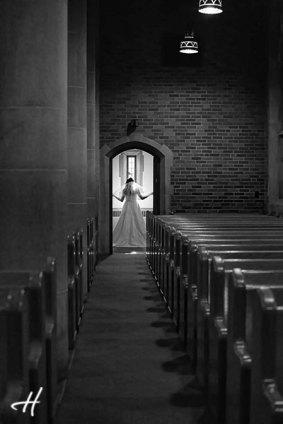 poze din biserica alb negru
