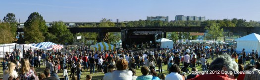 Panoramic photo of the 2012 Richmond Folk Festival