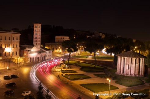 HDR photograph of Via Luigi Petroselli at night