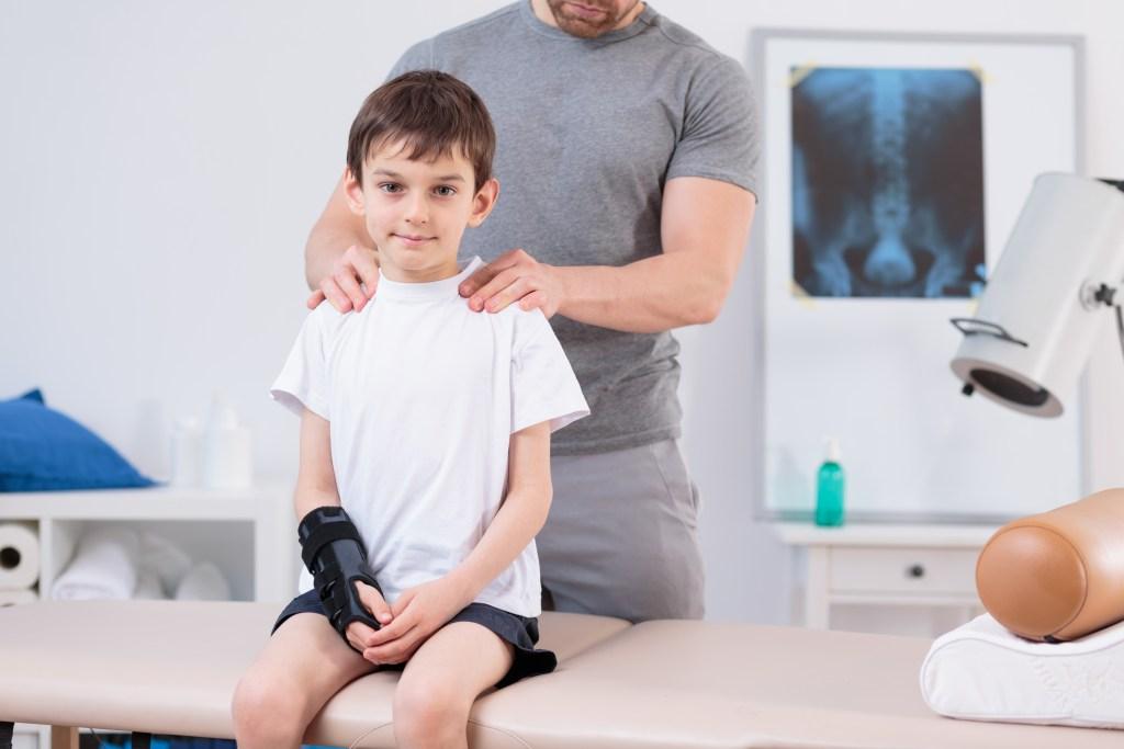 Entenda o que é a escoliose e quais são os tratamentos disponíveis