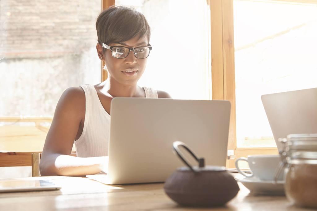 589e897b0 Como saber se você está precisando de óculos de descanso? | Blog dr ...