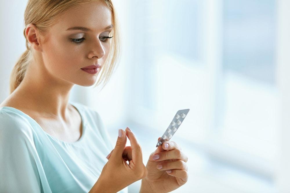 Entenda os riscos de tomar remédio sem receita médica