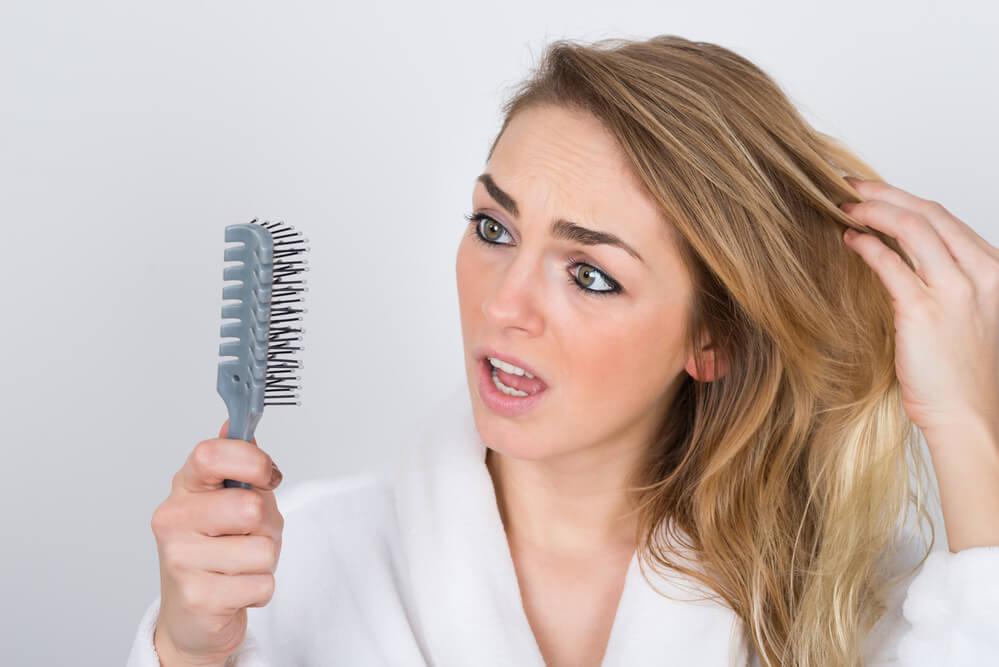 Entenda os 6 principais motivos da queda de cabelo