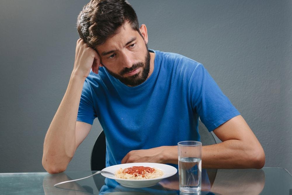Conheça 6 possíveis causas da falta de apetite em adultos