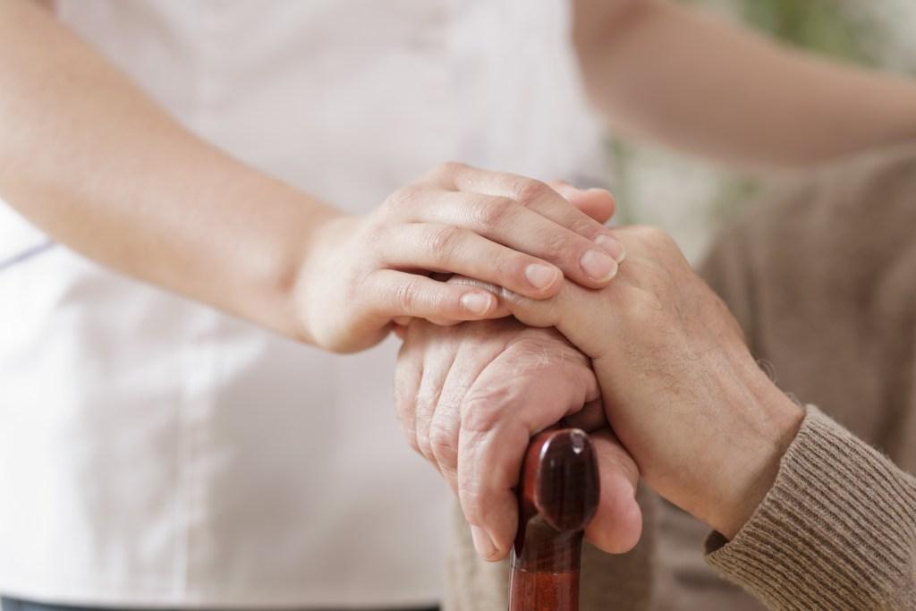 Quais são os primeiros sinais do Parkinson?