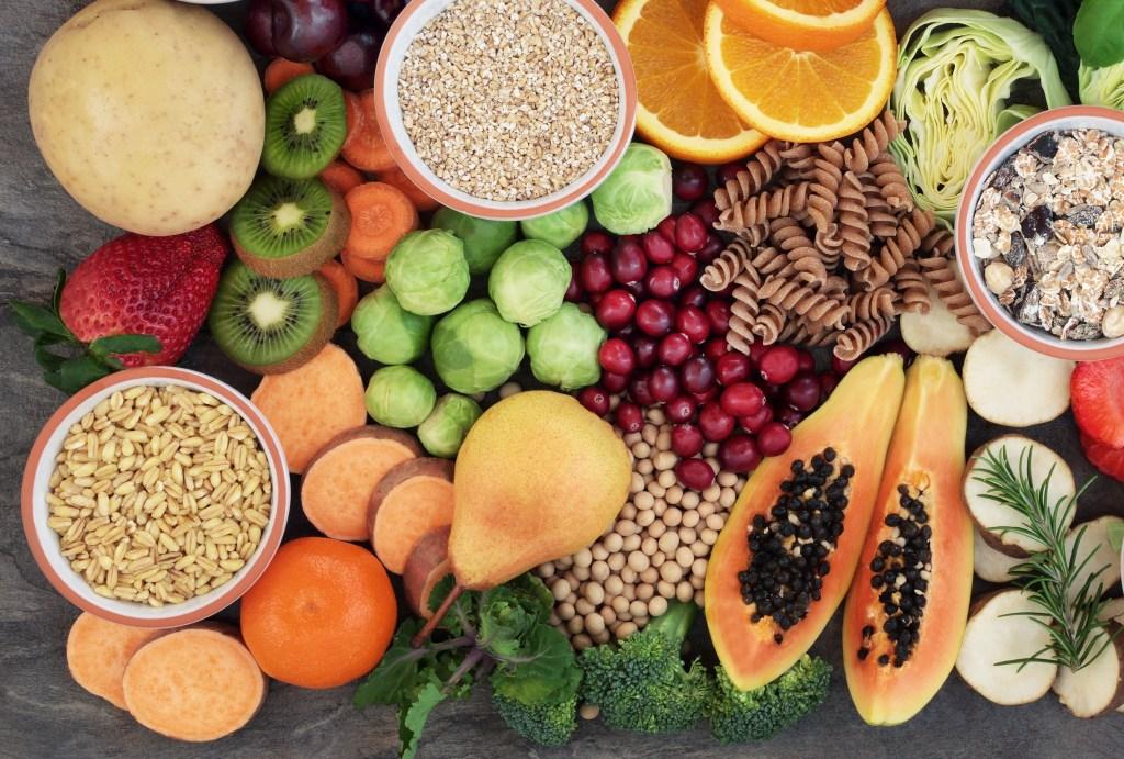 Resultado de imagem para alimentos ricos em fibras