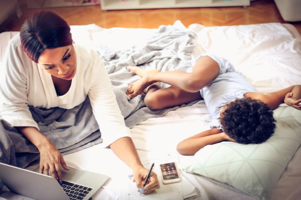 Mães que trabalham: como lidar com o estresse